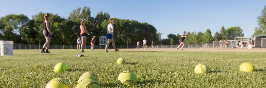 softball players practicing